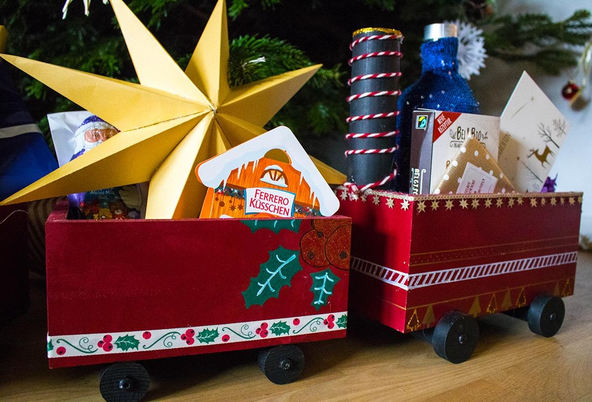 Der Weihnachtszug aus Holz