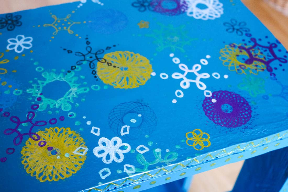 Upcycling Regal aus Paletten mit Muster